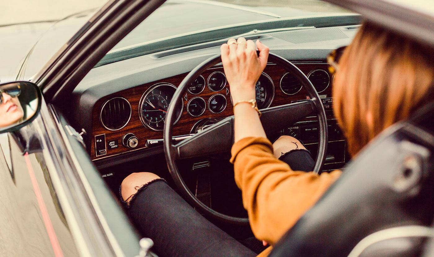 О девушках и автомобилях. Сколько стоит сдать на права