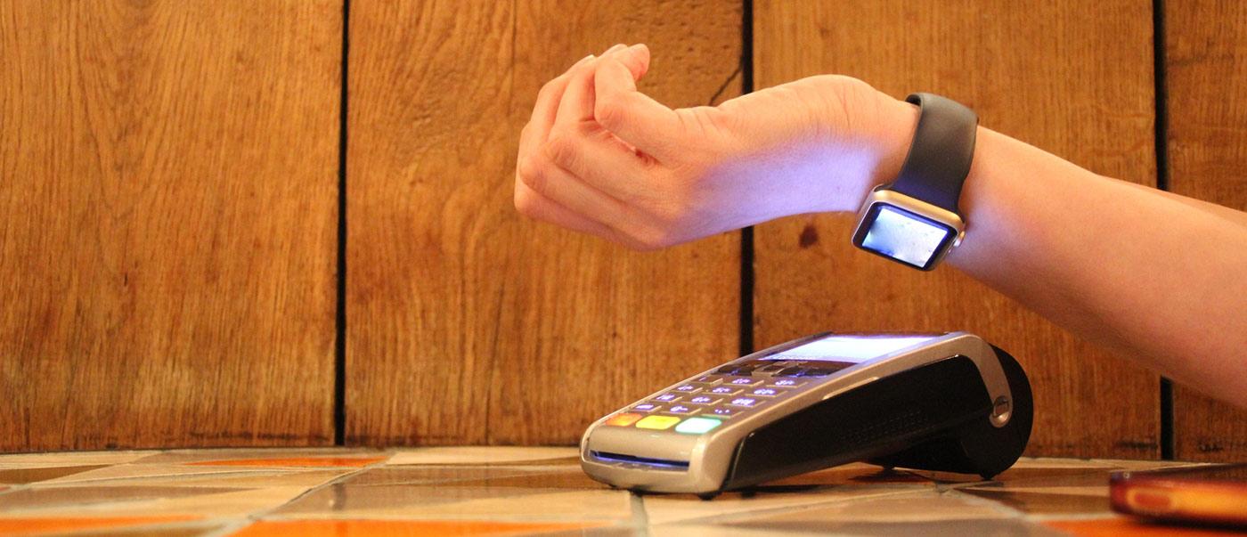 Чем будем платить: от карточек и смартфонов – к стикерам и кольцам