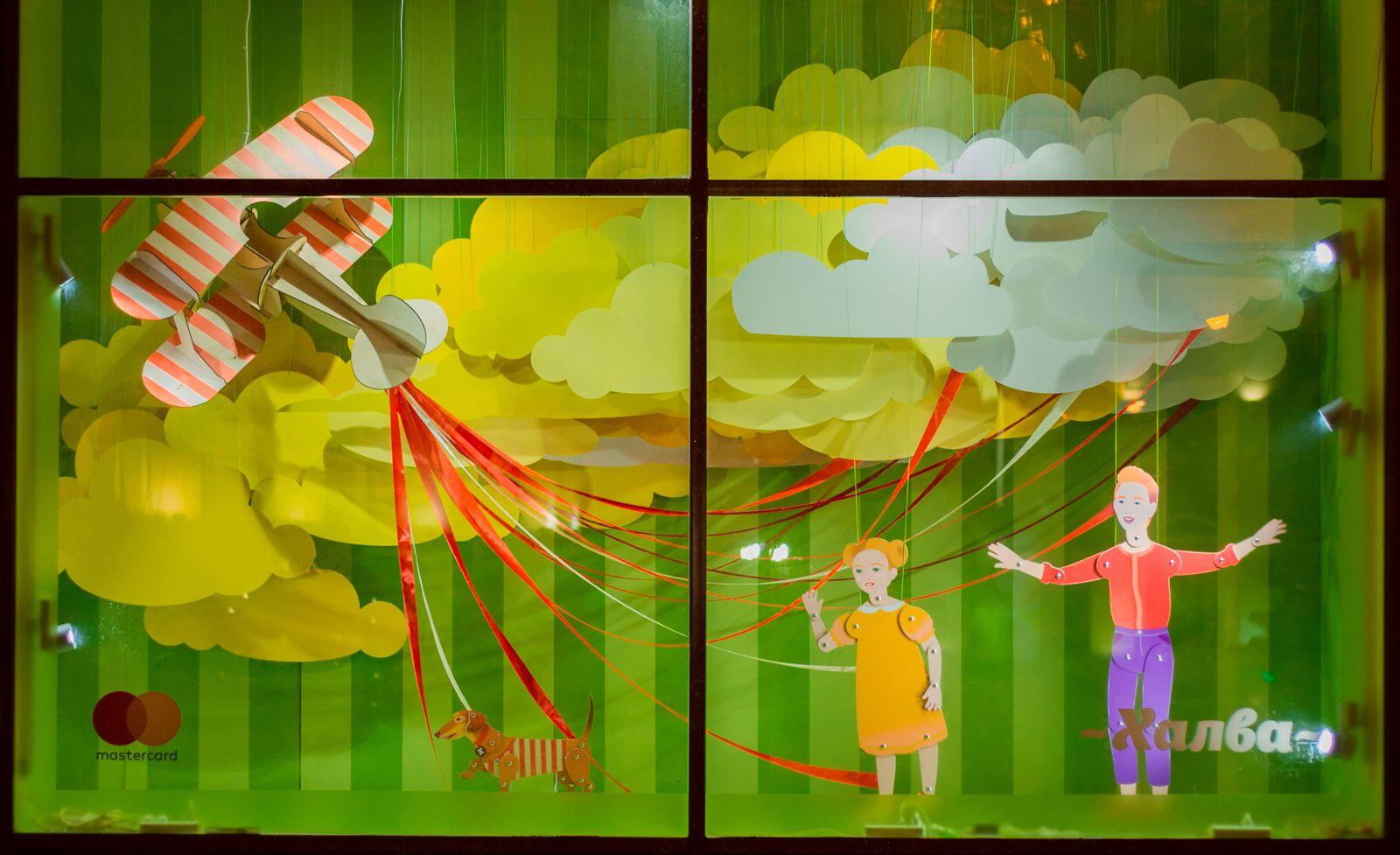 Спектакль за стеклом. Витринистика становится искусством и в Беларуси