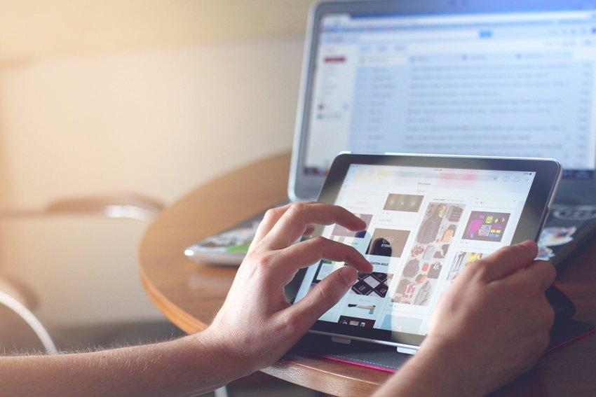 Сегодня в сети неисчислимое количество онлайн-витрин. И чтобы стать  заметным конкурентом, важно правильно выбрать то, чем вы будете торговать. c67957e4f96