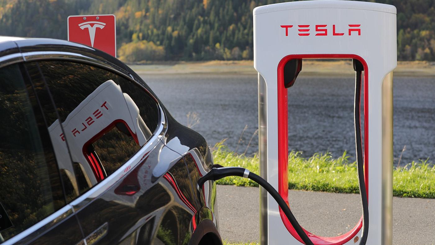 Что нужно знать, если вы хотите ездить на электромобиле. Рассказывает первый продавец Tesla в Беларуси